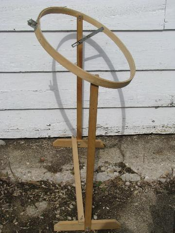 oval wood quilting frame, needlework embroidery hoop on stand : quilting hoop stand - Adamdwight.com