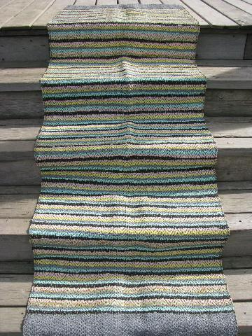 plastic rugs for porch or outdoor use, stripes in retro 1950s colors