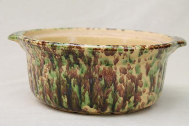 primitive green & brown spatter spongeware pottery baking dish bowl, vintage yellow ware