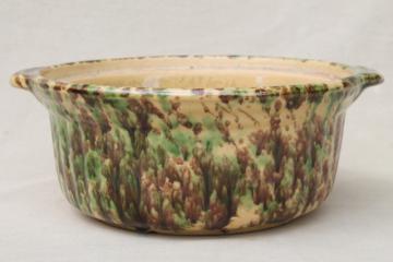 primitive green & brown spatter spongeware pottery baking dish bowl, vintage yellow ware