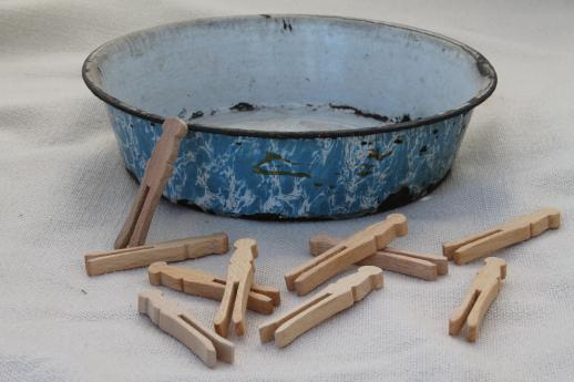primitive old blue swirl graniteware toy washtub & doll size wood clothespins