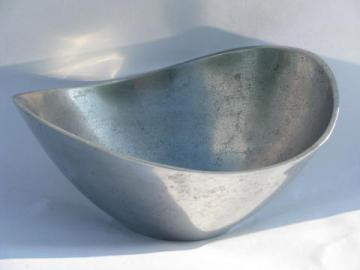 retro mod freeform pewter bowl, vintage pewtertown metal, signed Mann