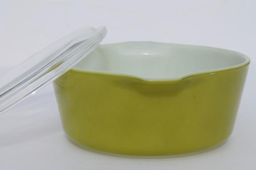 retro vintage verde green Pyrex casserole baking dish w/ clear glass cover