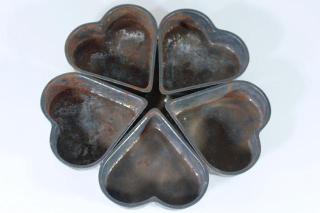 ring of hearts primitive old farmhouse kitchen baking pan, round wreath shape