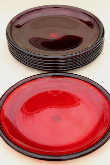 ruby red glass dinner buffet plates Arcoroc Cocoon pattern w/ Crate \u0026 Barrel label & red glass dinner buffet plates Arcoroc Cocoon pattern w/ Crate ...
