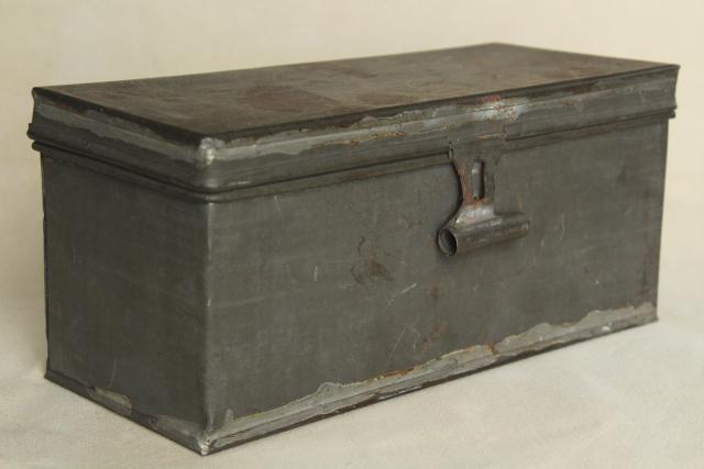 Beau Rustic Storage Box W/ Hinged Lid, Vintage Galvanized Zinc Metal Industrial  Toolbox