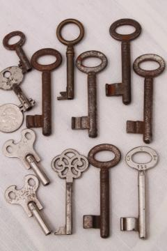 rusty vintage skeleton keys & clock keys, fancy antique metal key lot