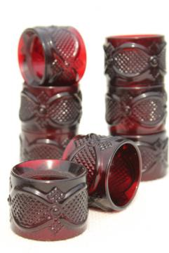set of 8 vintage glass napkin rings, Avon Cape Cod pattern ruby red glass