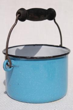 small blue enamel ware bucket w/ wood wire bail handle, primitive vintage berry pail