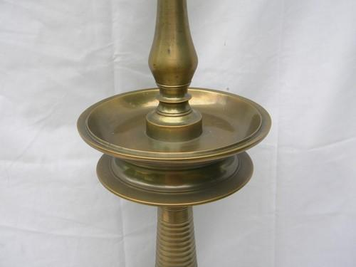 solid cast brass vintage table or banquet lamp 30 inch tall and very heavy