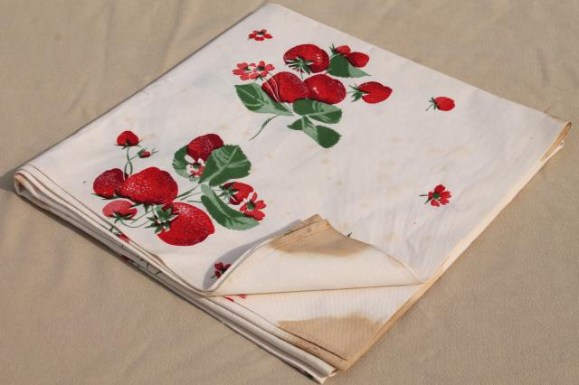 strawberries print vintage heavy cotton tablecloth Wilendur Wilendure red strawberry
