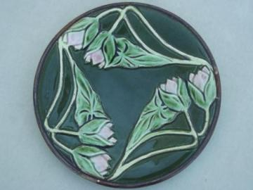 unmarked antique majolica pottery plate, art nouveau arrowroot floral