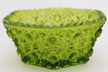 vaseline green glass daisy & button pattern vintage depression glass bowl or candy dish
