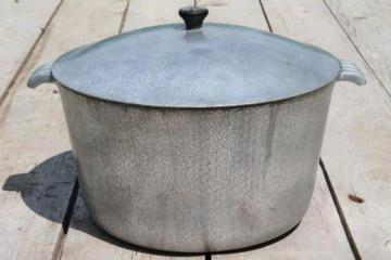vintage 6 quart dutch oven / chili pot, Sears hammered aluminum pot w/ lid