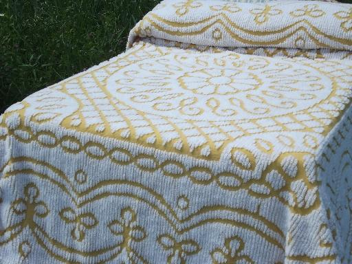 Vintage 60s 70s Gold And White Fuzzy Chenille Bedspread