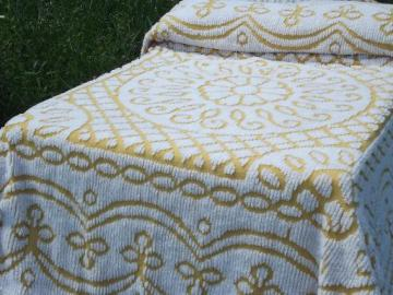 Country Prim Handtufted Harvest Yellow /& White Vintage Chenille Bedspread Fabric Piece