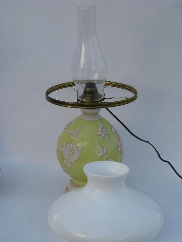 Vintage Alacite Aladdin Electric Lamp W Lighted Base