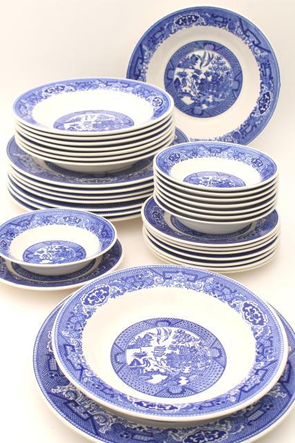 vintage Blue Willow china estate set dinnerware service for 8 dinner plates u0026 soup bowls  sc 1 st  Laurel Leaf Farm & vintage Blue Willow china estate set dinnerware service for 8 ...
