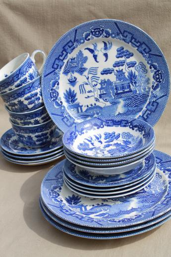 vintage Blue Willow china made in Japan porcelain dishes in original box