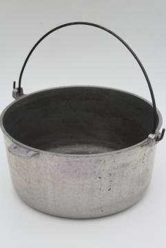 vintage Cast Rite aluminum dutch oven w/ wire bail handle, camp fire cooking pot