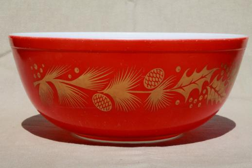 vintage Christmas Pyrex, red & gold holiday holly & pine cone mixing ...