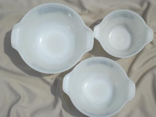 vintage Glasbake kitchen glass nest of mixing bowls, Currier & Ives blue & white