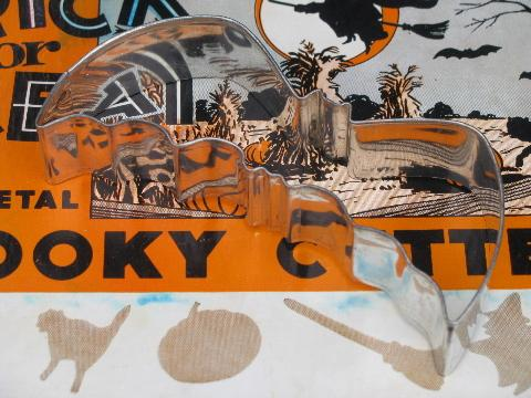 vintage Halloween cookie cutters in original box w/ holiday graphics