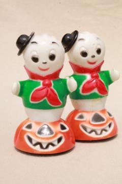 vintage Halloween hard plastic novelty toys party favors, ghosts on jack o lantern pumpkins