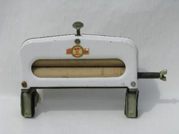 vintage Handy Hot hand crank laundry sink wringer clean