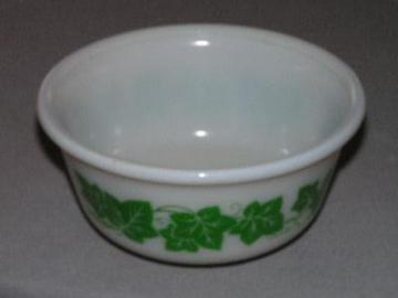 vintage Hazel-Atlas glass mixing bowl, green ivy