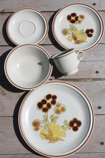 vintage hearthside stoneware dishes set for 8 foliage time retro flowers - Stoneware Dishes