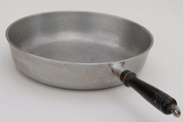 vintage Household Institute cast aluminum skillet or chicken frying pan w/ old wood handle