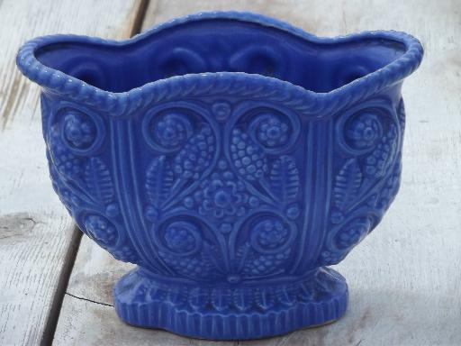 vintage Japan majolica, ceramic planter vase w/ blue grape hyacinths