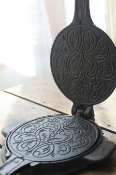 vintage Jotul Norway cast metal waffle iron for Scandinavian krumkake or pizzelle cookies