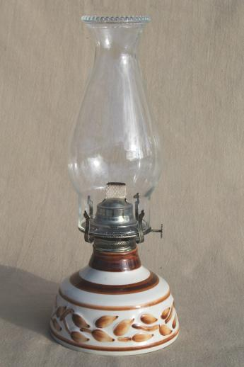 Vintage Lamplight Farms Working Oil Lamp Hurricane Shade