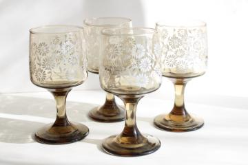 vintage Libbey smoke brown wine glasses, tawny Impromptu w/ white daisy flowers