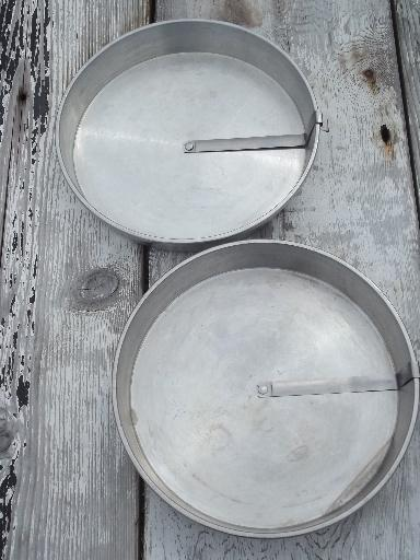 Vintage Mirro Aluminum Cake Pans W Ring Around Easy