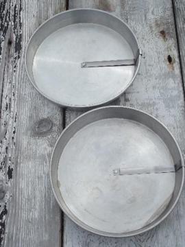 vintage Mirro aluminum cake pans w/ ring around easy release lever