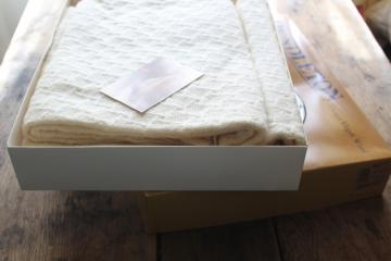 vintage Pendleton wool throw blanket in original box, soft pure virgin wool ivory white