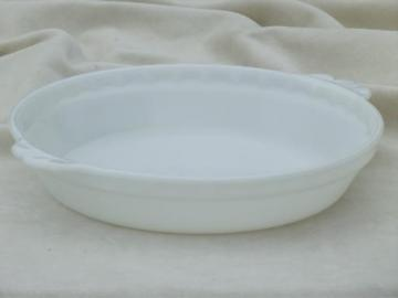 vintage Pyrex milk glass pie pan, flavor saver pie plate in plain white