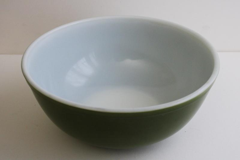 vintage Pyrex mixing bowl, reverse primary big deep green solid color bowl