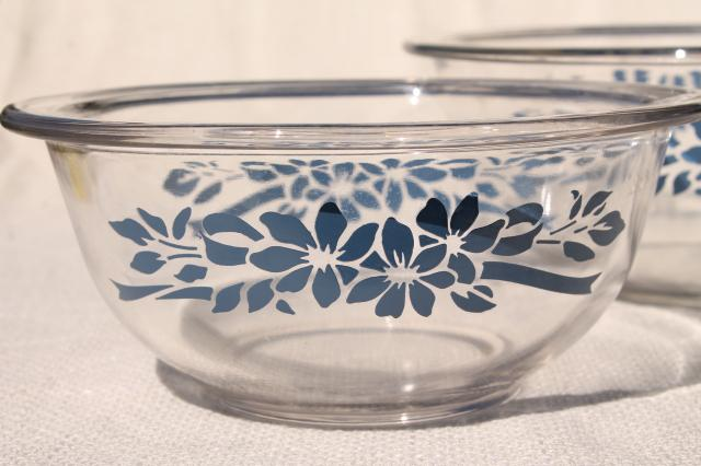 vintage Pyrex nesting mixing bowls, clear glass w/ blue flowers & ribbon