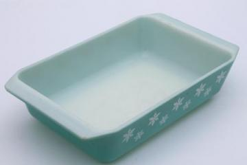 vintage Pyrex rectangular baking pan, blue & white snowflake pattern