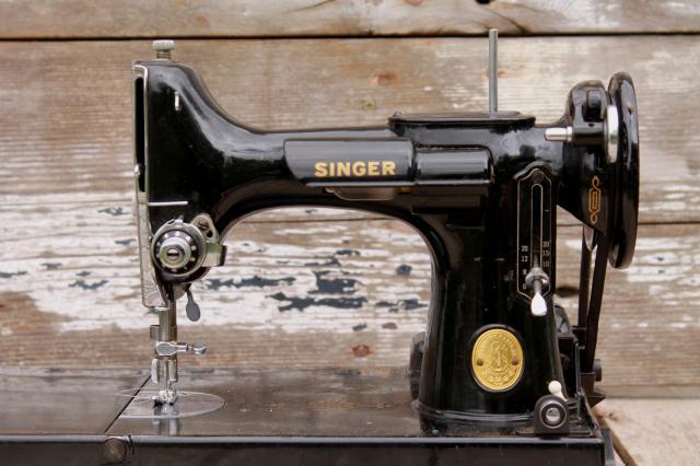 vintage Singer featherweight sewing machine, 1946 Singer ...