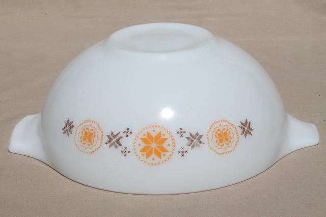 vintage Town & Country print Pyrex cinderella bowl, big mixing bowl