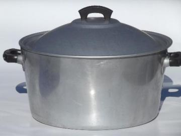 vintage Wear-Ever aluminum dutch oven or camp kettle, huge old 8 qt pot