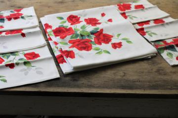 vintage Wilendure printed cotton tablecloth & matching napkins, red roses print