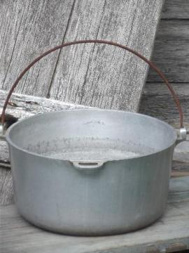 vintage aluminum dutch oven w/ bail handle, rough camping / campfire pot
