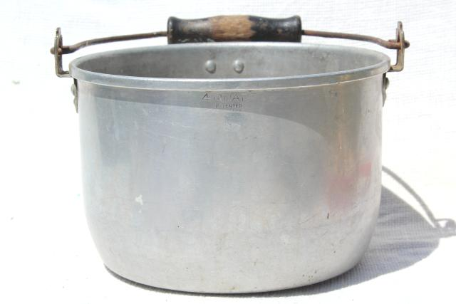 vintage aluminum kettle, primitive camp fire cooking pot w/ wire bail wood handle
