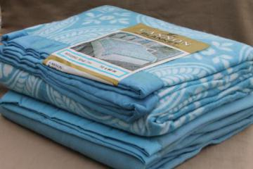 vintage blue & white blankets, Cannon label Wedding Ring quilt print blanket & solid blue blanket